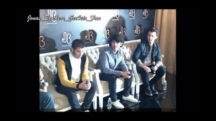 Снимки от конференцията на Jonas Brothers в Мексико
