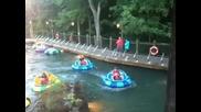 Забавни блъскащи се лодки