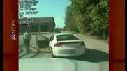 7 - годишен краде колата на баща си