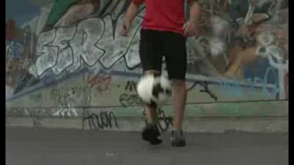 трикове с топка на шампиона по фриистайл по футбол !
