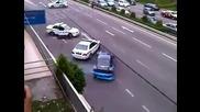 Луд състезател си играе с полицията (смях)