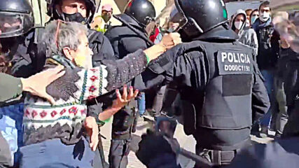 Spain: Clashes erupt during eviction of squat in Barcelona