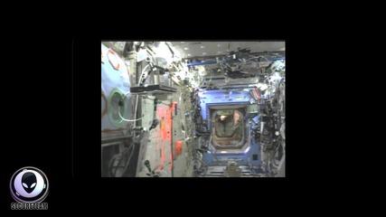 03.19.2014 огромно Нло прихваща Международната космическа станция
