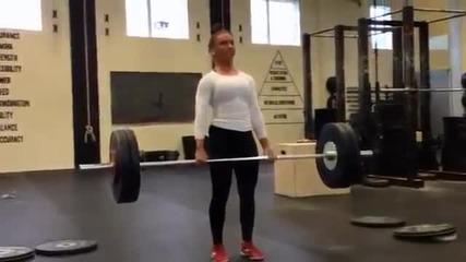 Мотивация! 17 годишно момиче изкъртва фитнеса