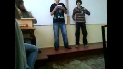 Виктор пее песничка