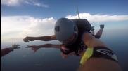 Скачане с парашут без сутиен :)
