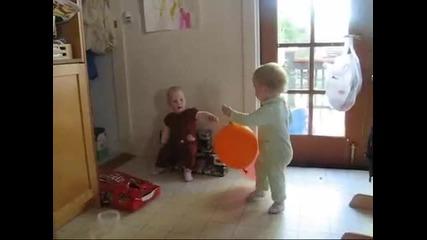 Бебешки спаринг с балони - тренировка