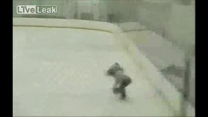 Мъж пиян на мотика влиза на пързалката ! ! !
