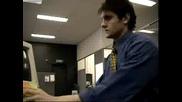 Човек,  на който му е скучно в офиса