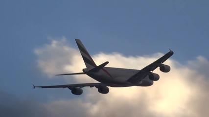 Вижте какво става , когато самолет премине през облаци