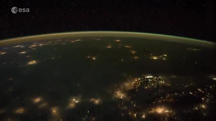 Драматична гръмотевична буря над Земята, снимана от Космоса