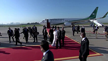 Iraq: Pope Francis meets with Barzani family at Erbil airport
