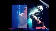 Eminem and Rihanna - Love the way you lie Perform Live in Los Angeles!