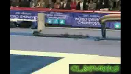 Гимнастик Прави Невероятно Дълък Скок