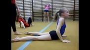 Разтягане на чешките съзтезателки по художественна гимнастика-видео (16+)