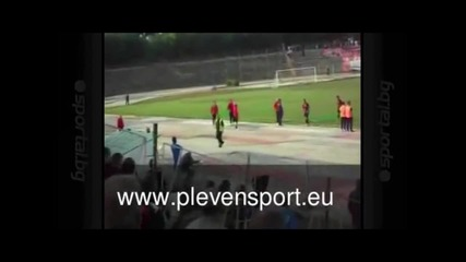 Цирк в Плевен: Умишлени автоголове и футболист без гащи