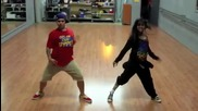 Момче и момиче танцуват невероятно..