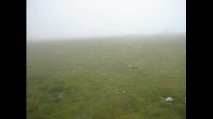 Зверски вятър на Връх Ботев с над 100км в час и минус 2 градуса - 29 юни лято 2011г.