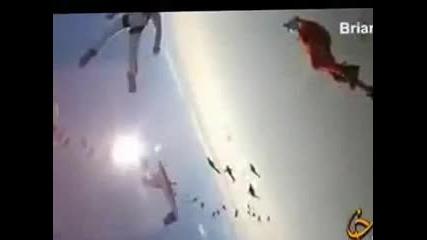 Световен рекорд за вертикален скок с парашут 138 души