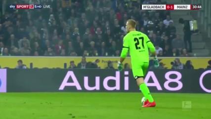 Германски вратар разсмя публиката с удар по невидима топка