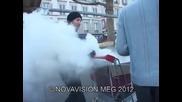 Смях ! Уличен продавач замърсява въздуха ! Скрита камера !