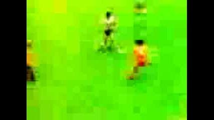 Марадона Срещу Роналдиньо
