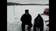 Луди канадци голи под леда
