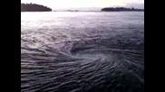 Водовъртеж Или Преливник Е Това В Океана?