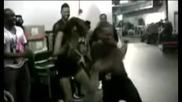 Miley Cyrus танцува на Bad Romance