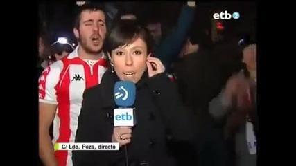 Този фен май си хареса репортерката