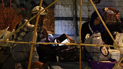 Greece: Moria refugees continue to sleep on roadside despite efforts to relocate them to temporary camp
