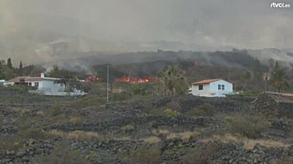 Spain: Fires rage on La Palma island following volcanic eruption