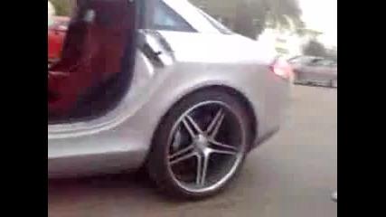Mercedes Slr изпуска пламъци