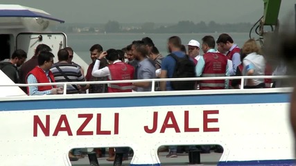 Turkey: Second boat carrying deported refugees arrives in Dikili