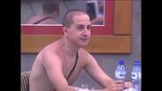 Давид се заглежда по адвокатската невяста и коментира гледката с Павлин.