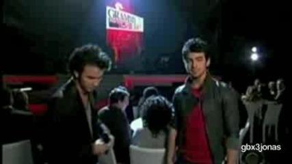 Nick Jonas Пее за първи път сам!!! (специално за Will97)