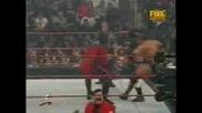 WWF RAW:Кейн Срещу Трите Хикса И Грамадата - Хандикап Мач