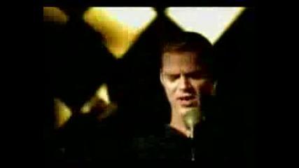 Ricky Martin - Livin La Vida Loca [hq]