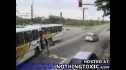 Ужасна катастрофа два автобуса се сблъскат