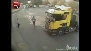 Шофьора изхвърча през прозореца