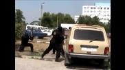 Полицията в Русия залавя дилър, продаващ наркотици от бронирана кола