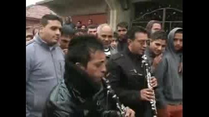 - Bulgarski Kuchek - Diken Sar Kelela O Tikno - Kuchek 2011 - But la4us Ku4ekus :d:d:d