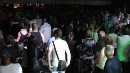 Хора и много забава с Николай Славевв и бенд в заключителната вечер на Табиет фест в Дупница.