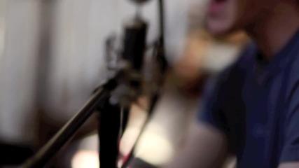Момчето пее страхотно!