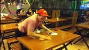 Бързо почистване на маси в ресторант