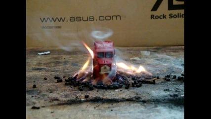Камионче на Кока кола се запалва рязко