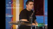 (превод) Василис Карас - Криеш Нещо Live 2009