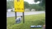 Жесток Удар В пътен Знак!!!