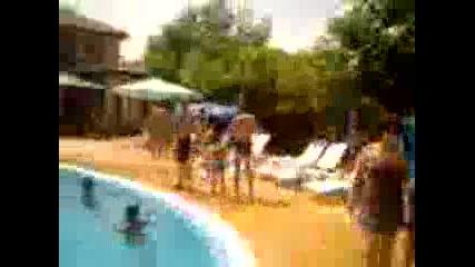 Герделийци на басейн : )