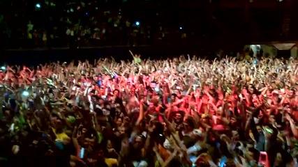 Avicii си играе и цялата тълпа полудява (live November 17, 2011.)